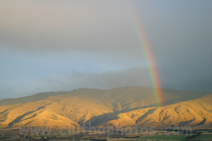 dunstan range mountains central otago rainbow